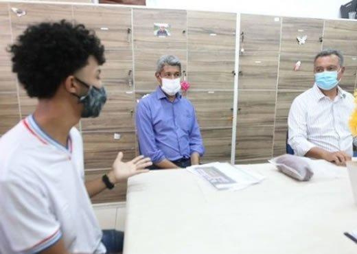 Governador Rui Costa visita unidades escolares em Capim Grosso